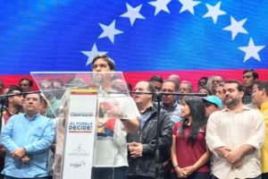 El analista político Ricardo Ríos explica los daños, retos y oportunidades que enfrenta el bloque opositor