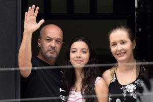 Su esposa, Bony Pertíñez, informó del hecho a través de sus redes. Desde hace tres años el comisario cumple con arresto domiciliario