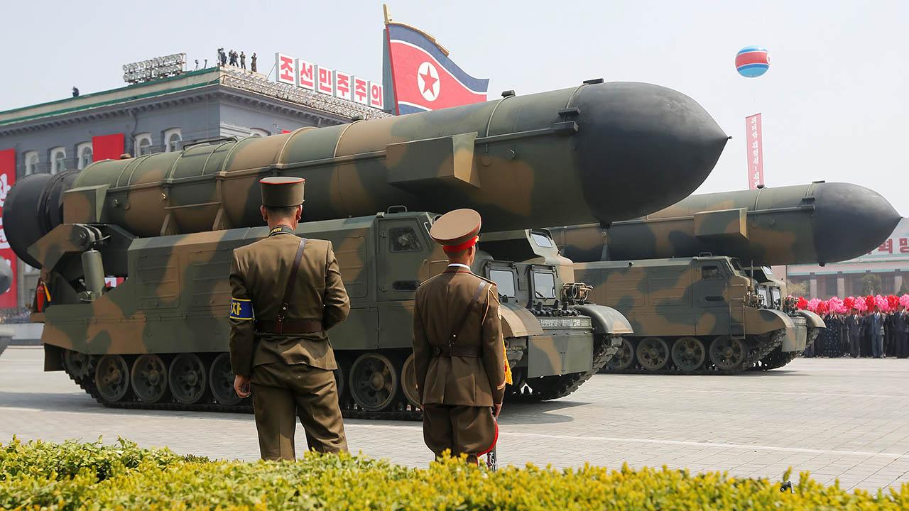 """Se ha observado """"desplazamientos activos"""" de vehículos en centro de investigación de misiles en Pyongyang"""