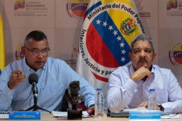 Néstor Reverol junto Juan de Jesús García Toussaintt, encabezaron la reunión con los transportistas