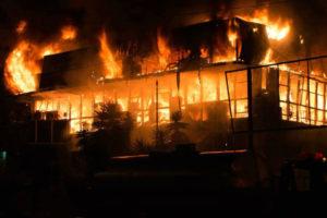 El ministro para la energía eléctrica aseguró que se cree que las llamas fueron ocasionadas por dos bombas molotov y una granada