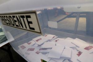 Tras 82% de los votos escrutados el conservador lideró las elecciones presidenciales en Chile con un 37%