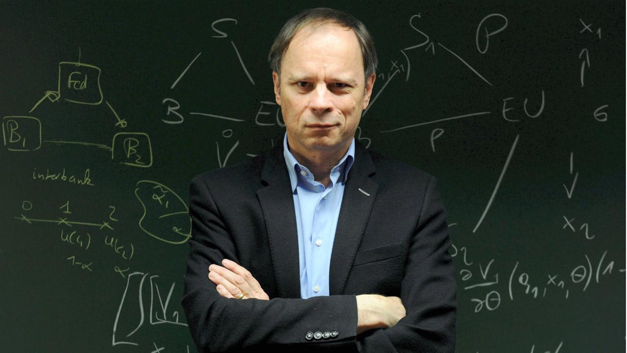 El francés Jean Tirole, afirmó que el mal gobierno económico condujeron a la escasez a un país que debería ser rico