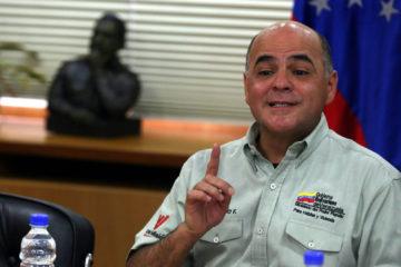 El ministro de Petróleo, Manuel Quevedo, aseguró que la decisión corresponde a la lucha contra la corrupción