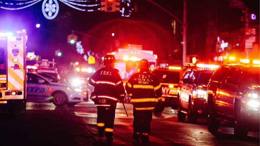 Casi dos centenares de bomberos fueron desplazados para combatir las llamas en un edificio de apartamentos del distrito neoyorquino del Bronx