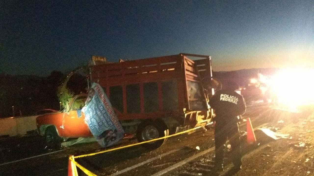 El accidente ocurrió la madrugada cuando un vehículo chocó por atrás con una camioneta de carga que transportaba a los feligreses
