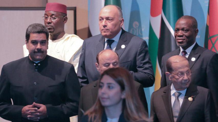 El Jefe de Estado se encuentra en la reunión extraordinaria de la Organización de Cooperación Islámica en la que participan 58 países