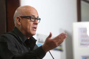 """El jefe de la comisión oficialista de la mesa de negociación, Jorge Rodríguez, afirmó que se encuentran muy cerca de """"lograr acuerdos"""""""