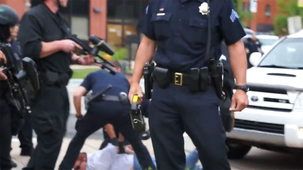 El funcionario fue víctima del incidente ocurrido en los suburbios del condado de Douglas