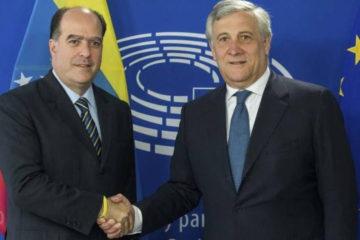 El presidente de la Asamblea Nacional (AN), Julio Borges, recibió el galardón en representación de la dirigencia opositora