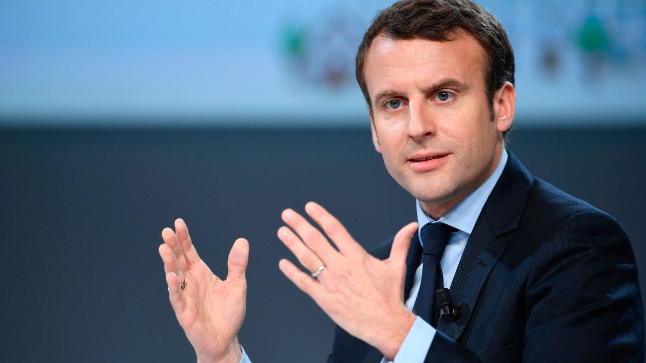 La firma estampada por el primer mandatario francés incluye la controversial reforma fiscal