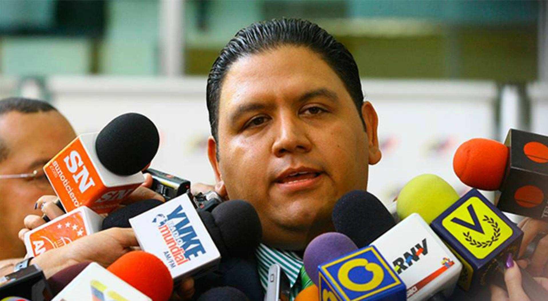 El rector del CNE indicó que abstenerse es darle oportunidad al oponente y eso no ayuda en la situación del país