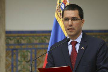 El diplomático Jorge Arreaza indicó que el gobierno nacional está estudiando si continúa con el proceso que se está llevando a cabo en República Dominicana