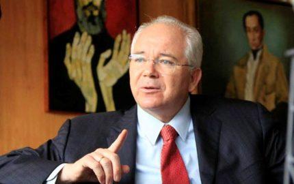 El expresidente de Pdvsa que esta siendo investigado por la Fiscalía por casos de corrupción en la estatal venezolana retó al presidente Nicolás Maduro para medirse los próximos comicios electorales de Venezuela
