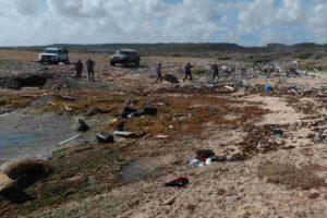 De los sobrevivientes cinco se encuentran detenidos por las autoridades de la isla y dios de ellos están internados en centros de salud