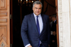 """El diplomático se despidió el viernes de los trabajadores de la embajada y tildó de """"insólita"""" su expulsión"""