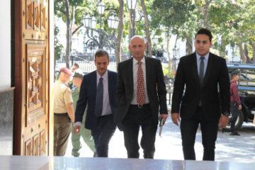 """El ministro Jorge Arreaza calificó las penalizaciones como """"agresiones"""" fuera del derecho internacional público"""