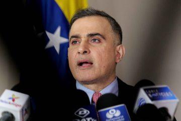 """El fiscal detalló en rueda de prensa que fueron detenidos cuatro gerentes por """"compra de bienes y servicios con sobreprecio"""""""