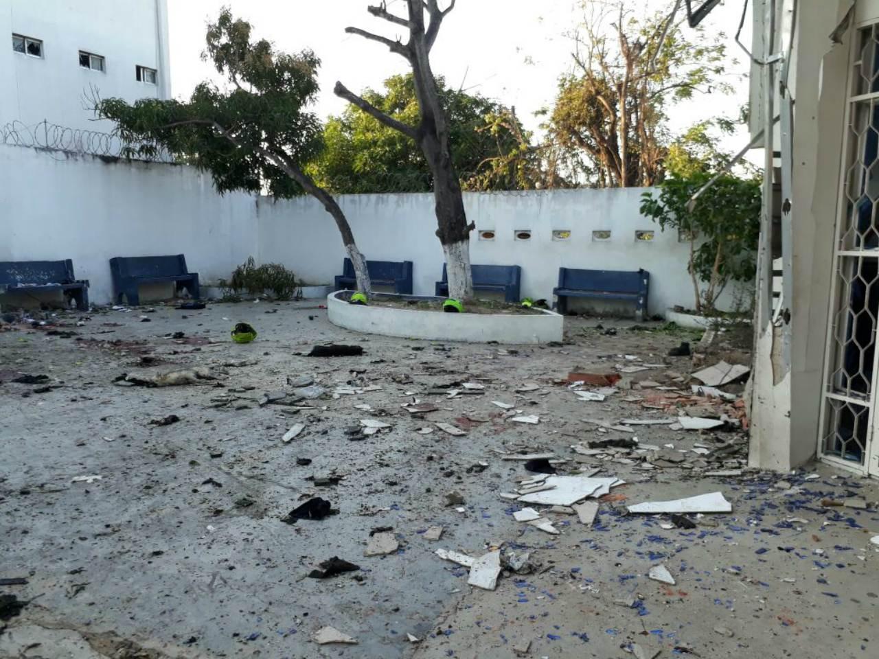 Un ataque con explosivos a una estación de la Policía Nacional de Colombia ocasionó además un total de 42 heridos