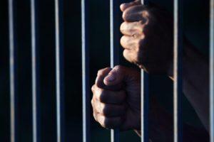 El Tribunal Regional de Sttutgart dio prisión en libertad condicional a joven de 24 años por tomarse una fotografía con seis cabezas decapitadas del EI