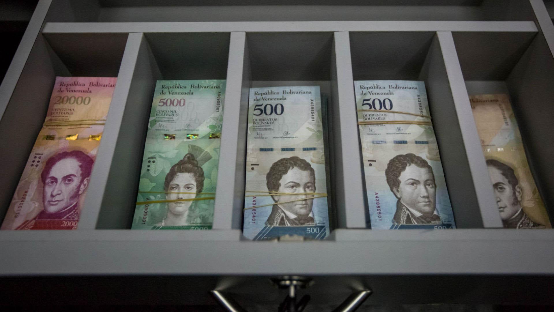 """El billete de 100.000 bolívares se cotiza en 180.000 bolívares en el mercado popular """"Las Pulgas"""""""