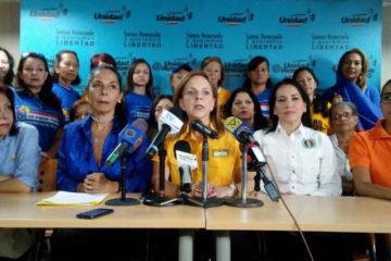 Las secretarias de los partidos que integran la coalición opositora ofrecieron apoyo a comerciantes y otros