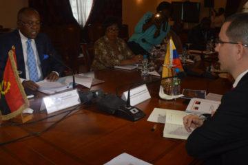 El canciller angoleño Manuel Domingos abogó por la no injerencia en los asuntos de cada país, a propósito de la caída del precio del petróleo