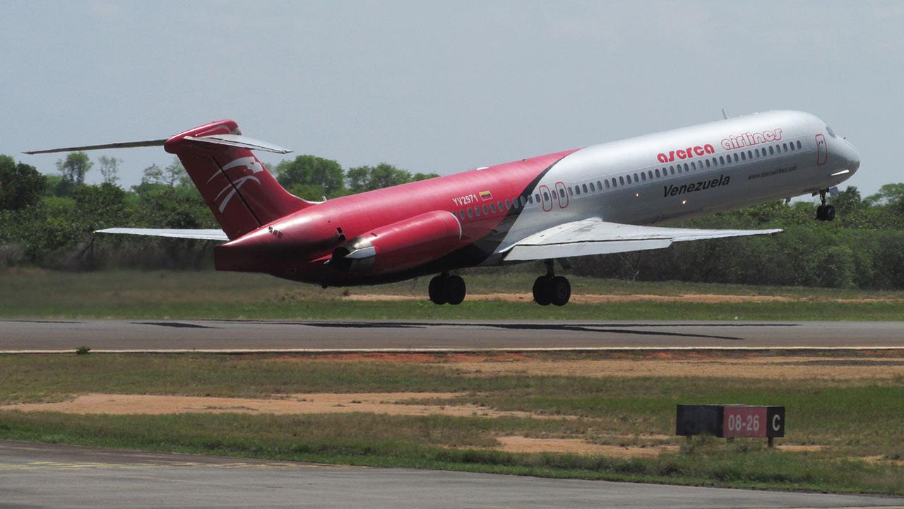 La aerolínea aseguró que trabaja para restablecer los itinerarios a la brevedad posible