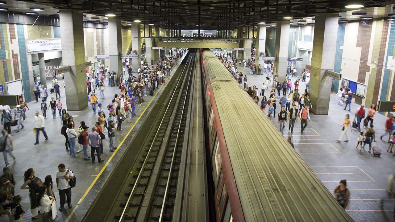 El presidente del sistema de transporte, César Vega, aseguró que investigan con celeridad el ataque a las instalaciones con lacrimógenas