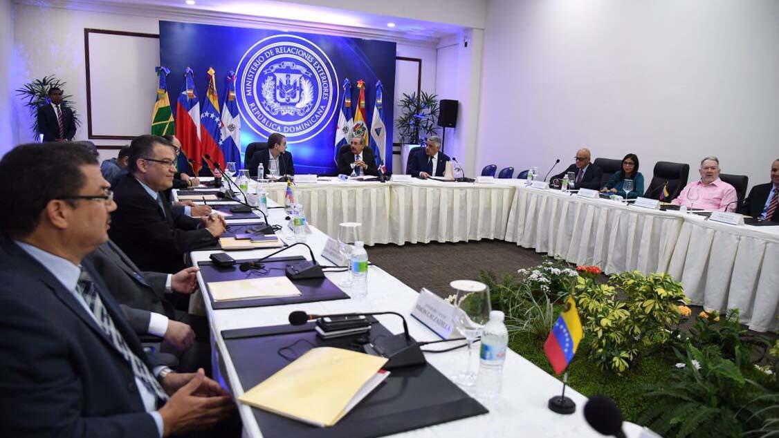 """El jefe de la delegación oficialista, Jorge Rodríguez, llamó a la comunidad internacional a """"estar a favor de la paz y del entendimiento""""."""