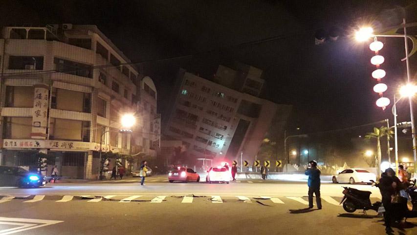 Un potente movimiento telúrico de6,4 dejó múltiples edificios dañados en la ciudad taiwanesa de Hualien
