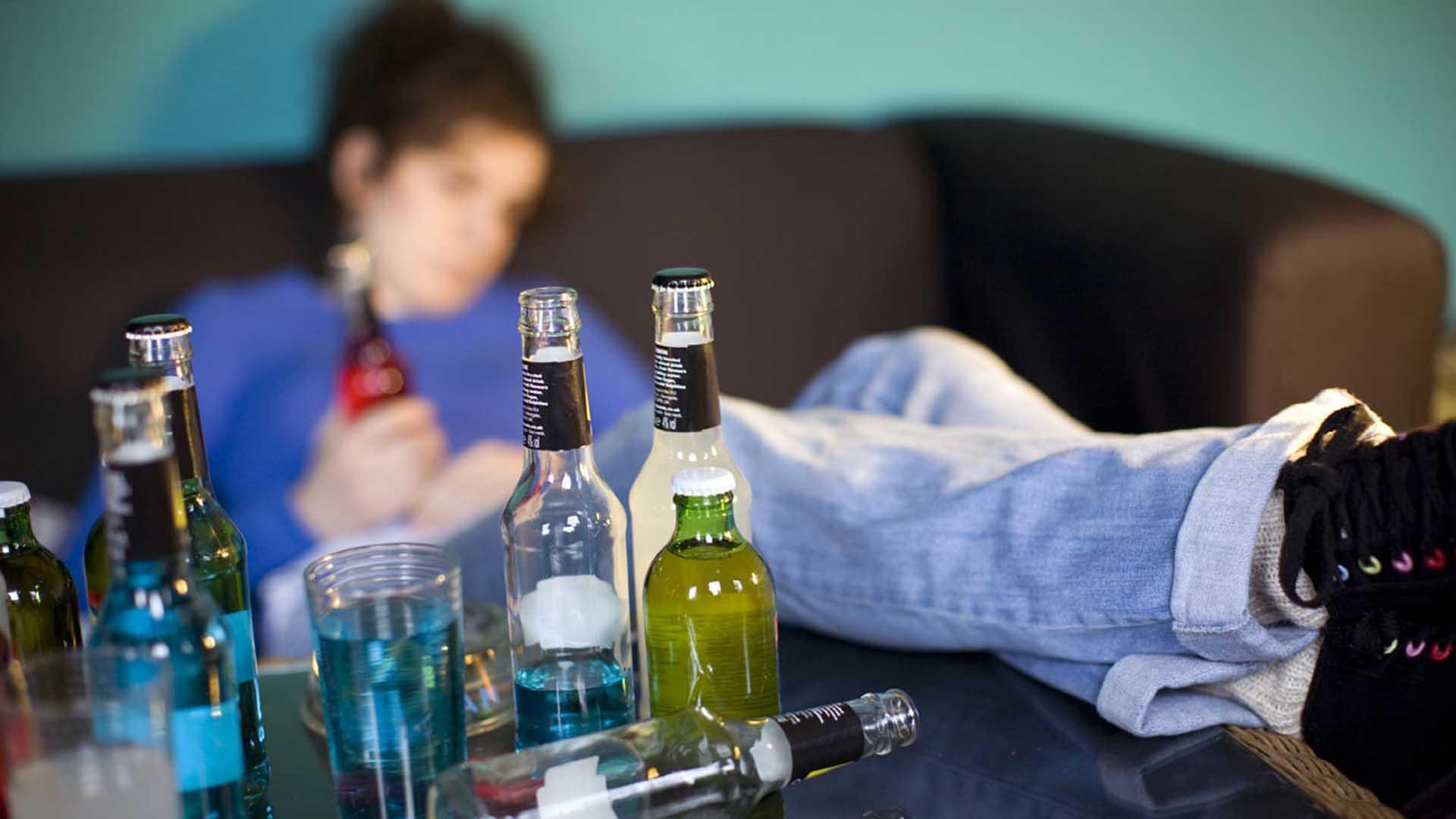 Investigadores explicaron que la bebida puede provocar alteraciones en los ciclos circadianos, lo que incrementa riesgos