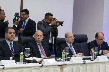 Ambas partes retomarán las conversacioneseste martes en Santo Domingo, en las que esperan llegar a un acuerdo definitivo.