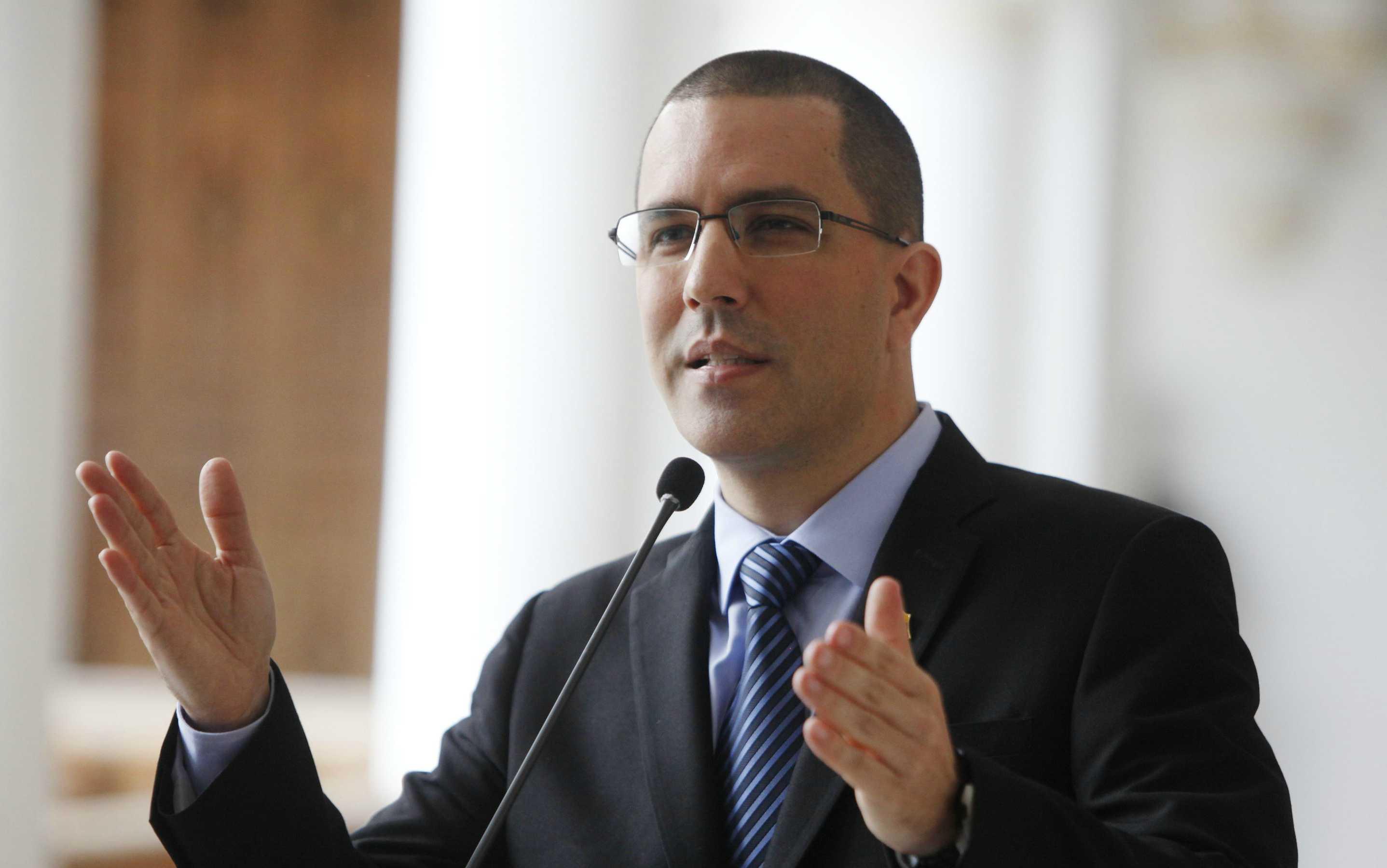 A juicio del diplomático venezolano su par en Chile no se conformó con apostar al fracaso por el diálogo sino que también se retiró