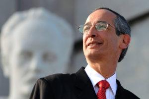 Álvaro Colom fue llevado a la Torre de Tribunal por su presunta incursión en delitos de fraude y peculado