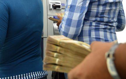 Economista Luis Oliveros advierte posible nueva reconversión monetaria en el corto plazo