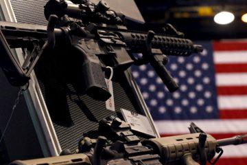 Entre las nuevas medidas se sentencia que la edad mínima para la compra de armas será de 21 años y los maestros podrían contar con armamento