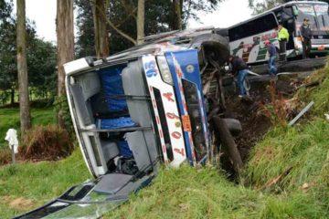 Las causas apuntan a una maniobra imprudente por parte de un motorizado que ocasionó la colisión de los dos autobuses