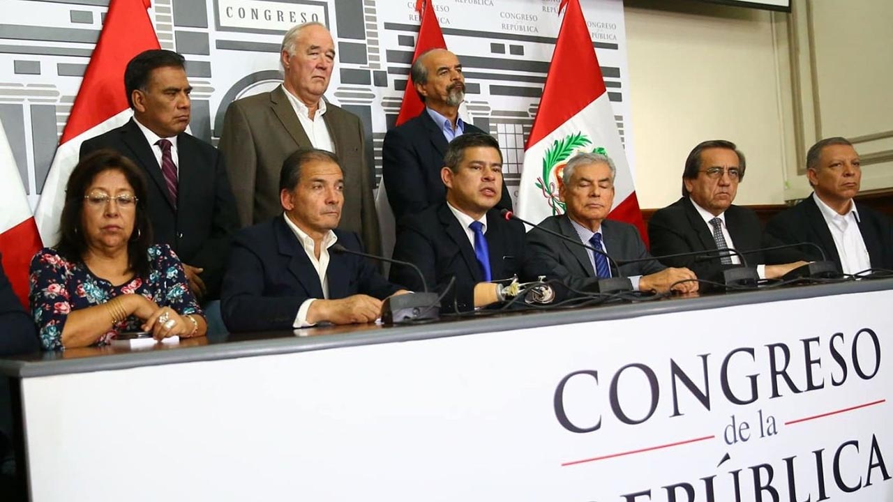 El jefe de la Asamblea anunció que la Junta de Portavoces del Congreso decidió convocar a los miembros para discutir la carta de renuncia del mandatario