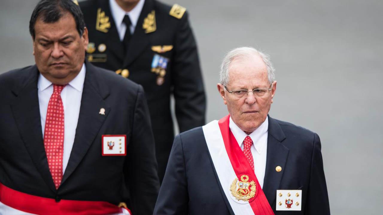 La Resolución Legislativa declara la vacancia de la presidencia dando paso a la asunción del primer vicepresidente, Martín Vizcarra