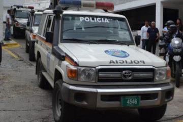 El autor del incidente fue identificado como Yorbis Álvarez, pareja actual de la involucrada en el accidente y es funcionario activo. El ataque de mordidasfue en respuesta al no gustarle que la víctima pasara tiempo con sus amigas