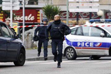 El hombre tomó rehenes en un supermercado ubicado en Trèbes dejando fallecidos y asegurando actuar en nombre de la milicia yihadista