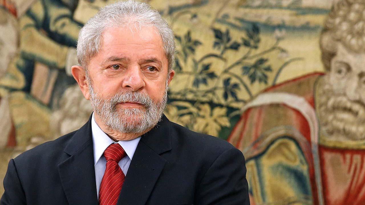 Lula da Silva inscribirá su candidatura pesé a cargos de corrupción