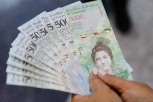 Doble llave - Alertan que reconversión podría agravar la escasez de efectivo