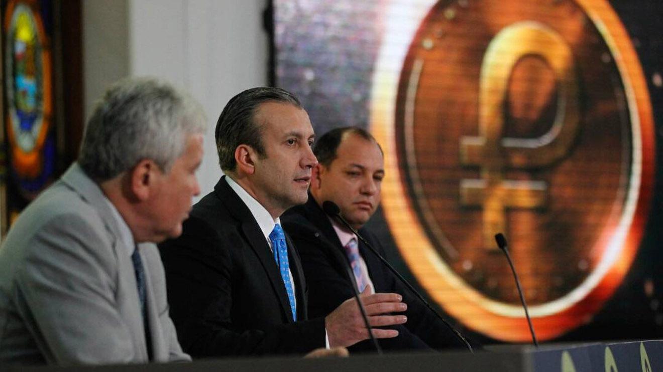 """El vicepresidente Tareck El Aissami, explicó que el Gobierno """"espera estabilizar el sistema financiero"""" con dicha medida"""