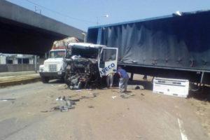 El siniestro ocurrió a la altura del estado Aragua y limitó el paso en ambos sentidos de la autopista