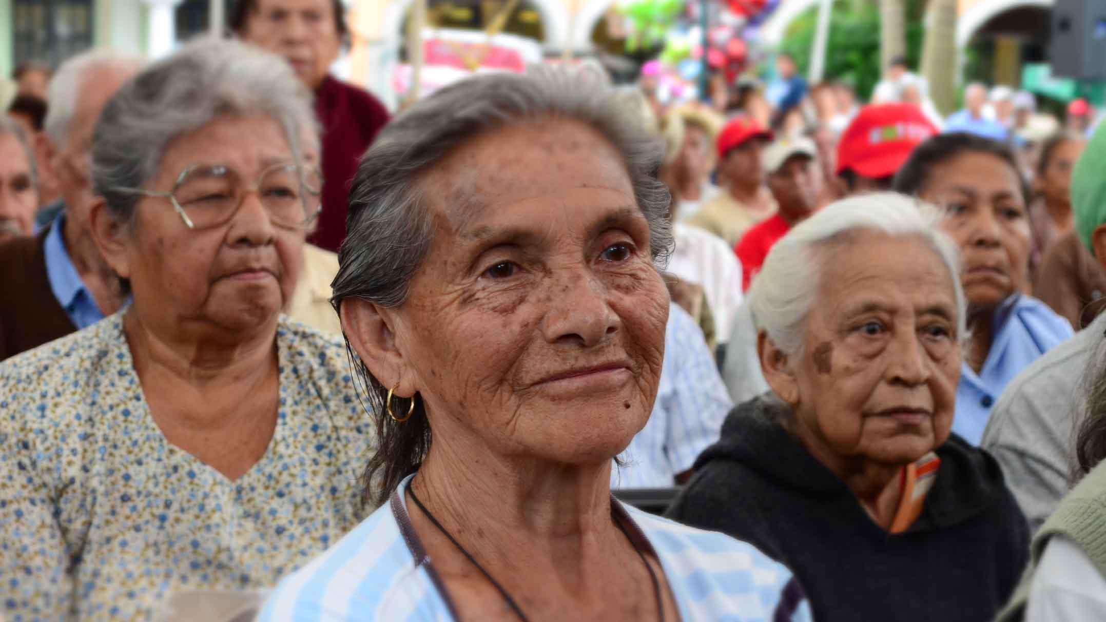 Doble llave - Gobierno garantizará pensión para todos los adultos mayores