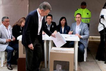 """El mandatario colombiano resaltó que es necesario votar masivamente para """"fortalecer la democracia"""""""