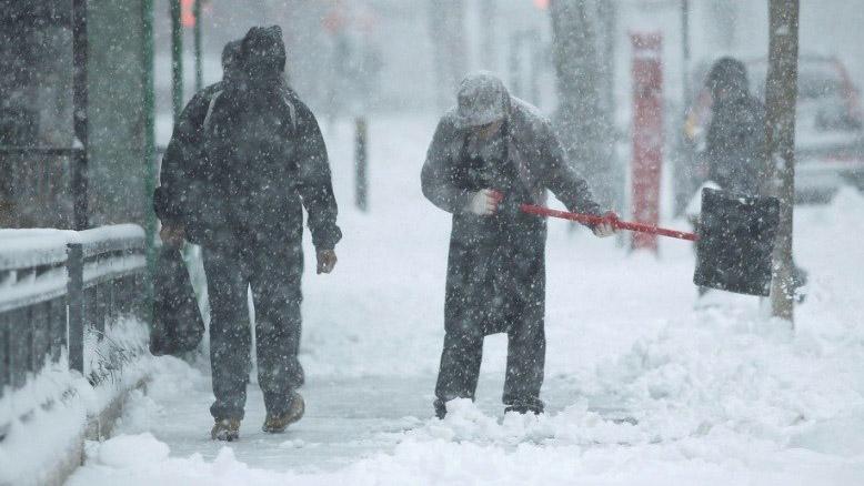 Doble llave - Suspenden vuelos en costa este de EEUU por tormenta Toby