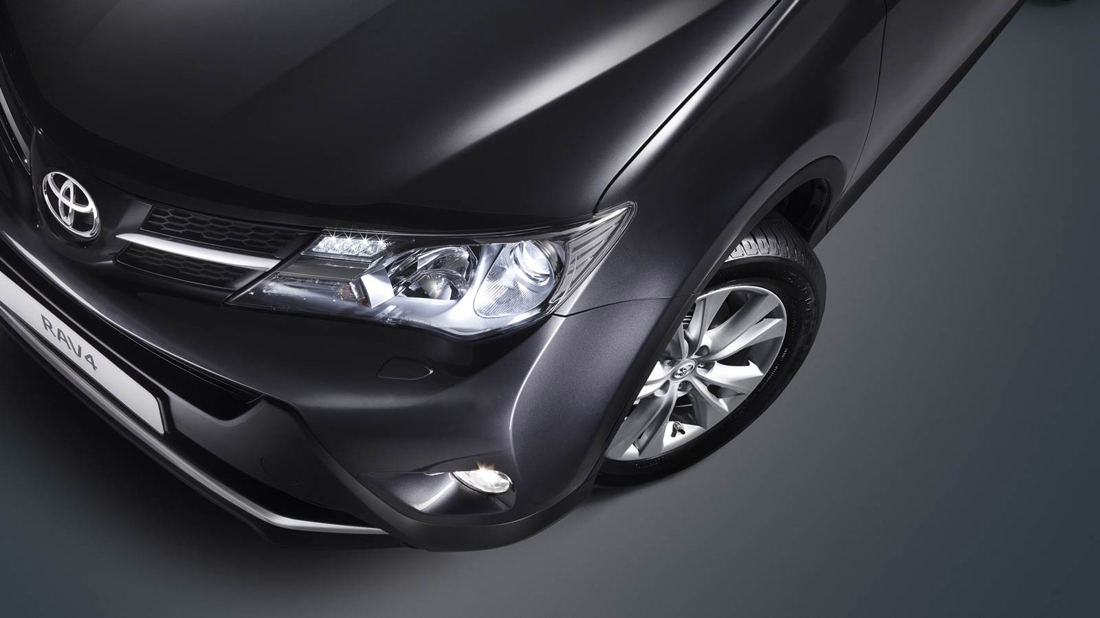 Doble llave - Toyota lanza nueva generación del todocaminos RAV4